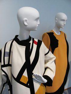 Sonia Delaunay. Presenta la sua collezione di abiti simultanei, ed inaugura a Parigi la sua Boutique Simultaneé 1924-25