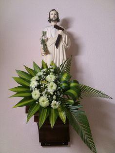 Tropical Flower Arrangements, Church Flower Arrangements, Tropical Flowers, Altar Flowers, Church Flowers, Flower Shop Decor, Flower Decorations, Church Altar Decorations, Modern Floral Design