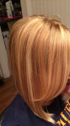 COLOUR : Golden blonde w touch of strawberry blonde highlights Strawberry Blonde Highlights, Hair Color Highlights, Hair Color Balayage, Strawberry Blonde Bob, Short Balayage, Hair Color And Cut, Cool Hair Color, Golden Blonde Hair, Red Hair