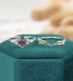 Vintage Gold Engagement Rings, Rose Gold Engagement Ring, Engagement Ring Settings, Engagement Gifts, Bridal Ring Sets, Bridal Rings, Wedding Rings, Brautring Sets, Pear Shaped Women