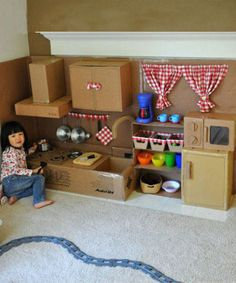 Make This Amazing Cardboard Play Kitchen for Your Little Girl Cardboard Kitchen, Cardboard Play, Cardboard Crafts, Cardboard Houses, Play Kitchen Diy, Childs Kitchen, Cheap Kitchen, Diy For Kids, Crafts For Kids
