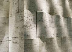 Beautiful textured stone wall. Repinned by Lapicida.com.