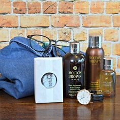 Loving the Black Pepper gift set from @moltonbrown. Fresh and spicy. Perfect for the season.  #MoltonBrown #BlackPepperGiftSet #Grooming #MensGrooming #MaleGrooming #Skincare #Bodywash #Fragrance #Aftershave #Cologne #MensFragrance #Blog #Blogger #GroomingBloger #FBlogger #MensFashionBlog #MensFashionBlogger #MensGroomingPost #MensFashionPost #ThatDapperChap #Dapper #MenWithStyle #guyswithstyles