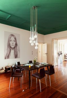 Modern dining room with green ceiling