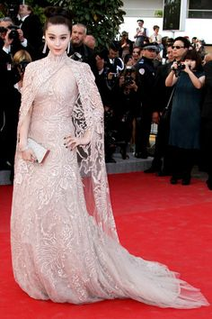 2012 – Fan Binging in  Elie Saab