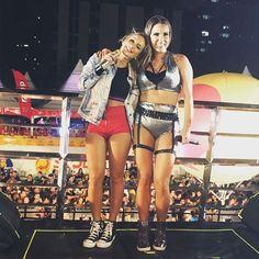 Eu e minha @kateoficial estávamos #VestidasPraMatar! Foi massa, Pakita! Obrigada por cantar comigo na minha #Paraíba linda! #TôProCrime, o clipe, está disponível pra vc assistir agora no YouTube. -------------------------------------------🇺🇸Me and my friend #Katê were #DressedTokill last night and we killed It! Watch #TôProCrime music video on YouTube and dance with us!