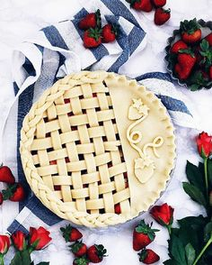 Just in case you didn't notice, these days are all about pies&berries. 😉 Pie with lemon shortcrust filled with fresh… Pie Dessert, Dessert Recipes, Desserts, Pie Crust Designs, Pie Decoration, Pies Art, Berry Pie, Pie Crust Recipes, Savoury Cake