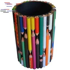 Ten Amazing Stationery Holders Made From Recycled Things - Recycling-diy Popsicle Stick Crafts, Craft Stick Crafts, Popsicle Sticks, Upcycled Crafts, Diy Home Crafts, Pencil Holder, Pen Holders, Diy Stationery Holder, Craft From Waste Material
