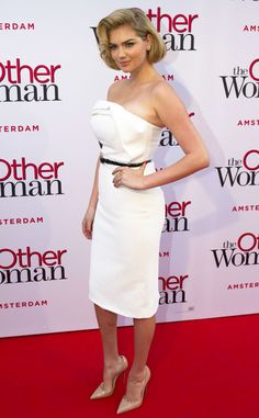Kate Upton channels Marilyn Monroe in a white strapless formfitting Christian Siriano frock. Gorgeous!
