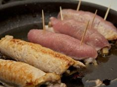 Meat rolls can be served hot as a main course with a side dish to your taste or as a cold appetizer. Meat Recipes, Dinner Recipes, Bbq Steak, Meat Rolls, Pork Fillet, Good Food, Yummy Food, Cold Appetizers, Mushroom And Onions