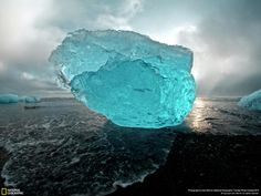 Icebergs dot volcanic beaches of Iceland: http://on.natgeo.com/OkNQj7   pic.twitter.com/anuhogJpFD