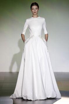 Brautkleider mit femininer Taille 2016: Ein Hoch auf die romantischen A-Linien-Brautkleider! Image: 12