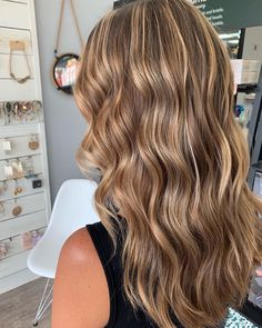 Best Jacksonville Hair Salon features Master Hair Colorist, and Balayage Specialist Linda Deason and top stylists in Jacksonville. Brown Hair Balayage, Brown Blonde Hair, Brunette Hair, Carmel Blonde Hair, Blondish Brown Hair, Carmel Brown Hair, Honey Blonde Hair Color, Honey Balayage, Medium Blonde