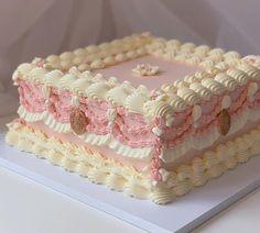 Pretty Birthday Cakes, Pretty Cakes, Cute Cakes, Beautiful Cakes, Amazing Cakes, Ugly Cakes, Korean Cake, Pastel Cakes, Cute Baking