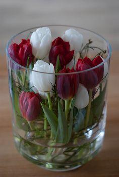 #Tulpen in einem großen Glas als Hingucker in der Deko  #diy #Ostern