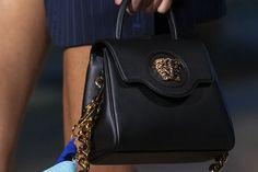 Οι 6 Μεγαλύτερες Τάσεις στις Τσάντες της Νέας Σεζόν Shoulder Bag, Bags, Fashion, Handbags, Moda, Fashion Styles, Shoulder Bags, Fashion Illustrations, Bag