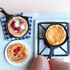 """684 Likes, 17 Comments - Shinku (@shinku_29922) on Instagram: """"『君はパンケーキの作り方を知っているか』 前回のパンケーキ、ちゃんとコンロで焼いて作りました✨ ちがう?オーブンで焼いて作るものなの? オ、オーブンも作らないとダメなのか… 1/12サイズ…"""""""
