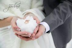 Www.photographybyjordana.com snow wedding