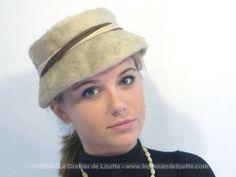 Chapeau vintage en fausse fourrure beige et ses rubans. Tour de tête 54/55 ou avec épingle à chapeau.