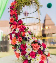 19 Trending DIY Mehndi Decoration Ideas for Mehndi Ceremony at Home Mehendi Decor Ideas, Mehndi Decor, Online Wedding Planner, Wedding Planning Websites, Indian Wedding Decorations, Stage Decorations, Indian Weddings, Decor Wedding, Wedding Planners In Mumbai
