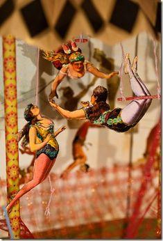 A MI CHOFER Y AMIGO EN BUCHAREST....QUE ME ACOMPAÑABA AL CIRCUL DE IARNA (al circo de invierno) temporada de circo chino y ruso en el pasado invierno a 22 grados bajo cero.....el se aburria como una ostra....y yo ADORO EL CIRCO...SALI CON UNA TRAPECISTA (un artist trapez.)....de la escuela del  LICEUL de no me acuerdo que ciudad de rumania ...Galatz...Constanza...??? acabo trabajando en LAS VEGAS...de putiartista  de la barra fija y creo se caso con un rico viejo forradisimo!!que dios la…