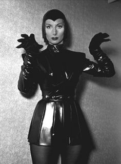 Patricia Laffan in her costume for Devil Girl from Mars -- I stole this for one of my own stories. Sci Fi Movies, Scary Movies, James Potter, Science Fiction, Pin Up, Mars, Classic Sci Fi, Sci Fi Horror, Sexy Horror