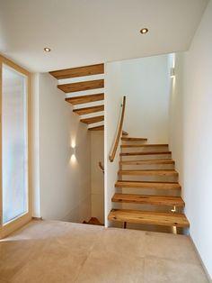 durch-lässige Treppen   Berchtold Holzbau Vorarlberg Wooden Staircases, Modern Staircase, Staircase Design, Stairways, Escalier Design, Stair Railing, Railing Ideas, Interior Stairs, House Stairs