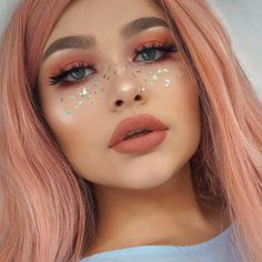 Rita Sharma and her jazzy glitter freckles are a site to behold 😍😍 - FESTIVAL Makeup Inspo, Makeup Art, Makeup Inspiration, Beauty Makeup, Beauty Ad, Luxury Beauty, Beauty Skin, Festival Makeup Glitter, Glitter Makeup