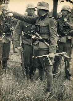 Waffen SS during the fighting in France, summer Platoon leader gives instructions. Note the young rifleman standing at attention while listening -- typical reaction inculcated into every Waffen SS man by fierce training. The platoon leader is armed German Soldiers Ww2, German Army, Nagasaki, Hiroshima, Military Photos, Military History, Germany Ww2, Man Of War, World History