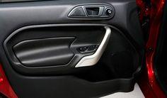 Fiesta 2013 ofrece equipamiento estándar como seguros y espejos eléctricos, apertura a control remoto, volante de ajuste telescópico, ajuste de altura en el asiento del conductor, detalles al color de la carrocería. ¿De lujo no? #FordFiesta2013