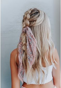45 Chic Summer Hairstyles with Headscarves hair scarf styles headband hairstyles scarf hairstyles headband hairstyles hair accessories summer hairstyles The post 45 Chic Summer Hairstyles with Headscarves appeared first on Summer Ideas. Hair Scarf Styles, Ponytail Styles, Curly Hair Styles, Natural Hair Styles, Bun Styles, Headband Styles, Summer Hairstyles, Pretty Hairstyles, Braided Hairstyles