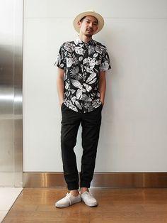 【フラッグシップ原宿スタッフ注目コーデ】 人気のジョガーパンツは夏らしいボタニカル柄シャツでリゾート感のある大人カジュアルスタイルに。モノトーンなら街中でもサラッと着られます。 シャツ (Color:ブラック/¥6,200/ID:225361/着用サイズ:M) パンツ (Color:ブラック/¥7,900/ID:224957/着用サイズ:S) ハット (Color:ベージュ/¥4,900/ID:225035/着用サイズ:M-L) その他:参考商品 スタッフ身長:186cm ■フラッグシップ原宿 http://loco.yahoo.co.jp/place/g-NGqr9rKmVZc/ ■オンラインストアはこちら http://www.gap.co.jp/browse/division.do?cid=5063