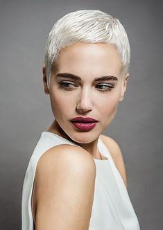 Weißes Haar ist wirklich der BOSS im kurzen Haar! In den letzten Jahren ist ein stark weiße Haare färben super beliebt und wir können nur Zustimmen, denn weiß ist wirklich ein Fett Fett Farbe im Haar Frisur!