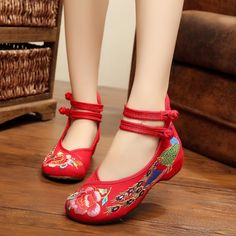 The new square dance shoes old Beijing cloth shoes embroidered ethnic style shoes women increased