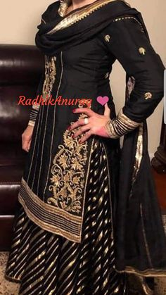 Party Wear Indian Dresses, Designer Party Wear Dresses, Indian Gowns Dresses, Kurti Designs Party Wear, Pakistani Fashion Casual, Pakistani Outfits, Indian Outfits, Indian Fashion, Bollywood Dress