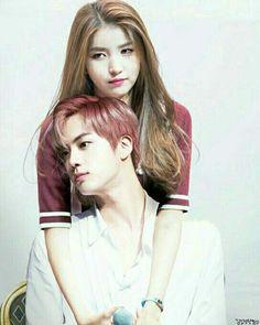The eldest couple. Korean Couple, Best Couple, Gfriend And Bts, Bts Girlfriends, Jungkook And Jin, Kpop Couples, Couple Wallpaper, G Friend, Karaoke