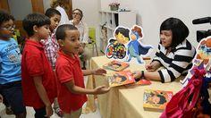 Entregan libros de cuentos al CAID para promover valores en niños especiales