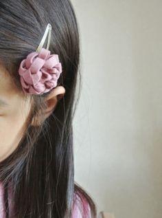 簡単!フェルトのお花の作り方 | こいとの Handmade Life Projects To Try, Homemade, Knitting, Earrings, How To Make, Accessories, Image, Beautiful, Jewelry
