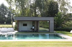 Poolhouse en / in afrormosia ( Profil Free Willy )