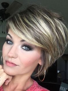 Trending Hairstyles 2019 - Short Layered Hairstyles - EveSteps Trending Frisuren 2019 - K Short Hair With Layers, Short Hair Cuts, Hairstyles With Bangs, Layered Hairstyles, Hairstyles Pictures, Pixie Hairstyles, Hairstyle Ideas, Party Hairstyle, Woman Hairstyles