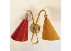 Wandleuchte mit zwei kegelförmigen Schirmen, 1950er - Beleuchtung - Produkte