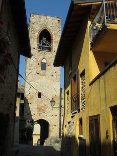 Italy - Lombardy - Lake Garda - Moniga del Garda - Houses inside Castello | Flickr - Photo Sharing!