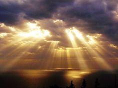 Platte aarde bewijs  De zon staat dichtbij zonnestralen tonen het aan