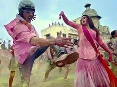#Jolly LLB 2 'Go Pagal': Watch #Akshay Kumar, Huma Qureshi's auto-tuned but catchy #Holi song