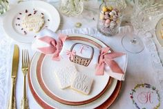 From Easter favours to painted eggs, with daffodils and pastel styling galore here are 5 Creative Styling Ideas For Your Spring Easter Wedding Creative Wedding Blogs, Wedding Inspiration and Ideas by Magpie Wedding #magpiewedding Spring Wedding, Wedding Blog, Easter Wedding Ideas, Magpie, Favours, Daffodils, Wedding Inspiration, Eggs, Pastel