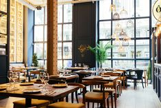 Estos son los nuevos restaurantes del 2017 en Madrid que se han convertido en el objeto de deseo de los foodies madrileños. Cafe Restaurant, Restaurant Recipes, Mozzarella, Spain And Portugal, Murcia, Places Ive Been, Oven, Table Settings, France
