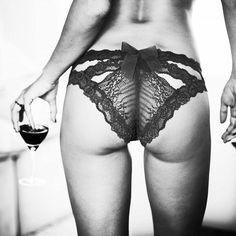 Nossa calcinha boneca toda de renda ❤  apaixonante! - vendas@dechelles.com.br #dechelles #dechelleslingerie #dechellesfashion #fashion #lingerie #lingerieday #lingerielove #lingerielife #instalingerie #lingerielover #lingerieaddict #lingerieaddiction #intimates #cutelingerie #love #lingerieshower #honeymoon #luademel #chadelingerie #valentinesday #diadosnamorados