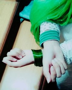 simple glass bangles in girls hands - Sari Info Beautiful Pakistani Dresses, Beautiful Muslim Women, Beautiful Girl Image, Cute Girl Poses, Girl Photo Poses, Girl Photos, Hand Pictures, Girly Pictures, Girls Dress Pic
