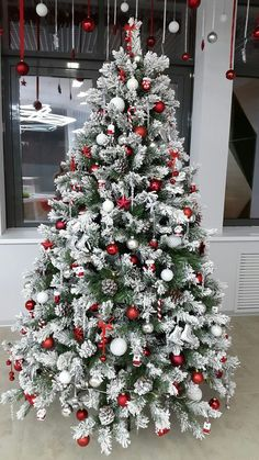 Red and White Christmas Decorations that Looks Classy & Elegant - Ethinify, . Red and White Christmas Decorations that Looks Classy & Elegant - Ethinify, .