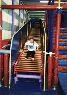 Discovery Zone!! noooo wayyy if they still had this place i'd be there all the time! #goodtimes #theolddays